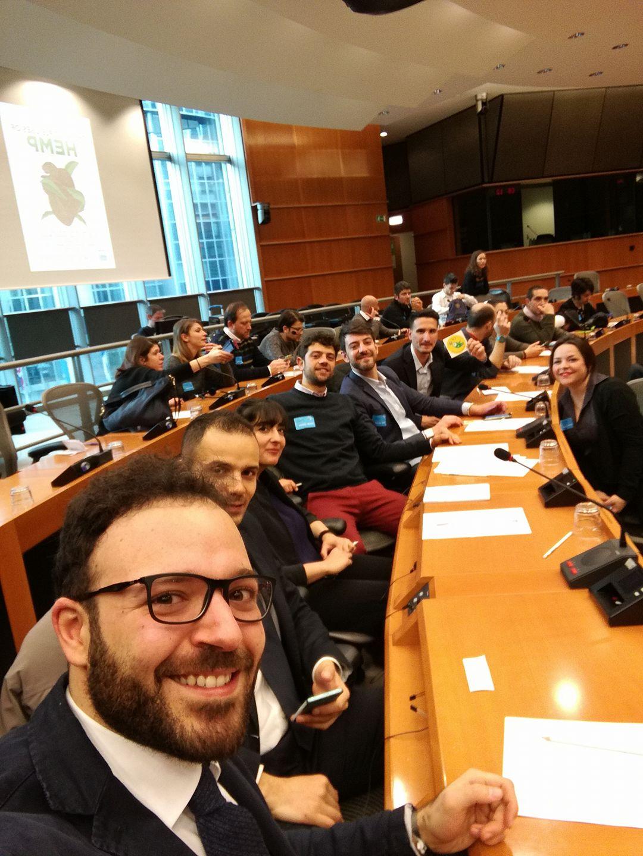 Canapa al parlamento europeo canap e altri canapa oggi for Oggi al parlamento