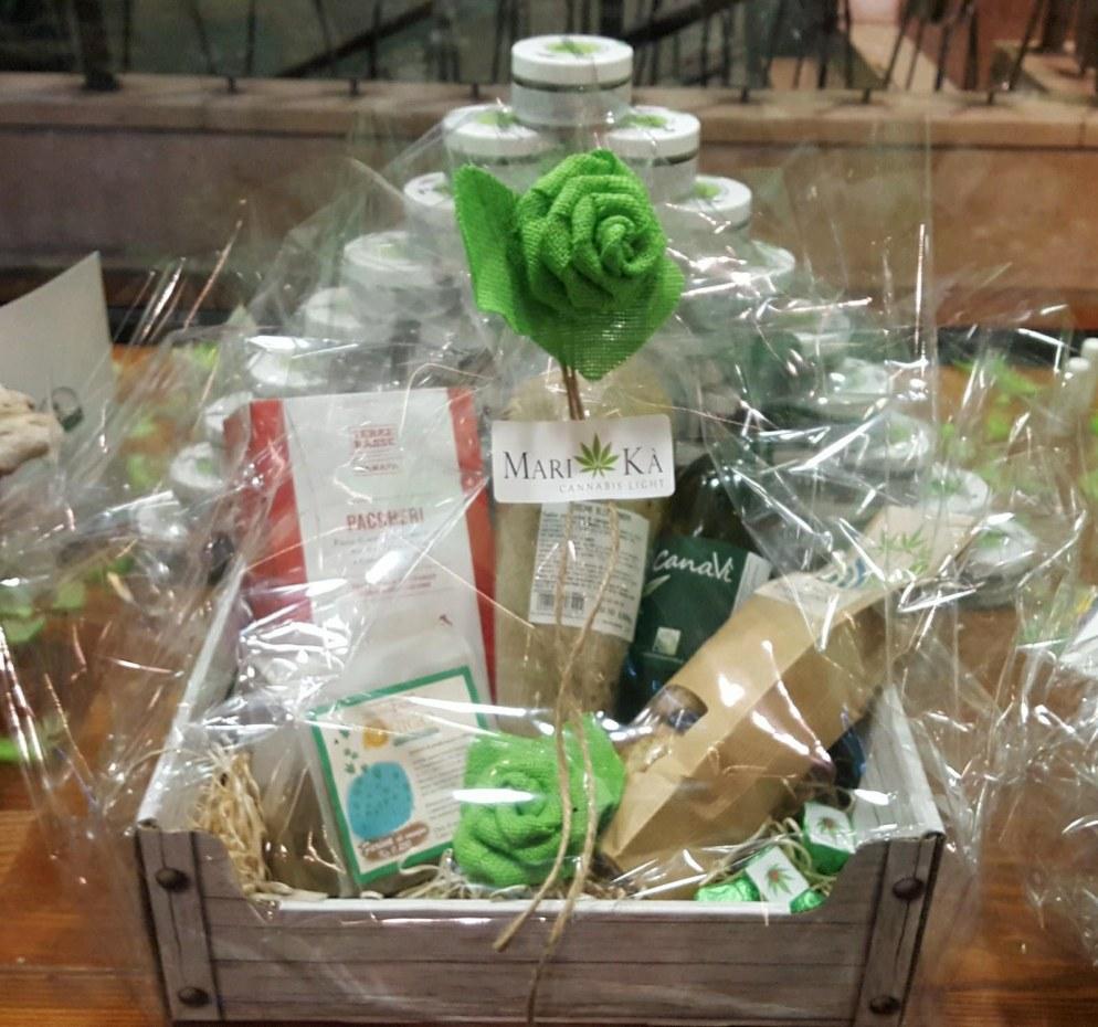 Mari-Kà: pacco regalo natalizio con prodotti alla canapa