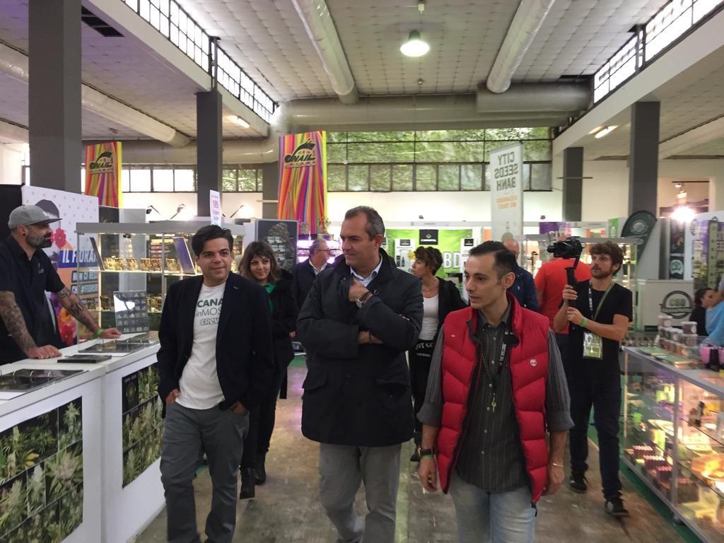 canapa in mostra-2018-De-Magistris-4